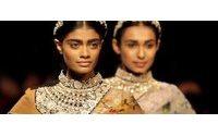 Semana de moda da Índia alia tradição e modernidade