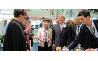 第六届中国纺织品服装贸易展在巴黎开幕