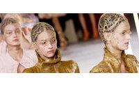Fashion Week: McQueen et la beauté trouble de silhouettes cagoulées