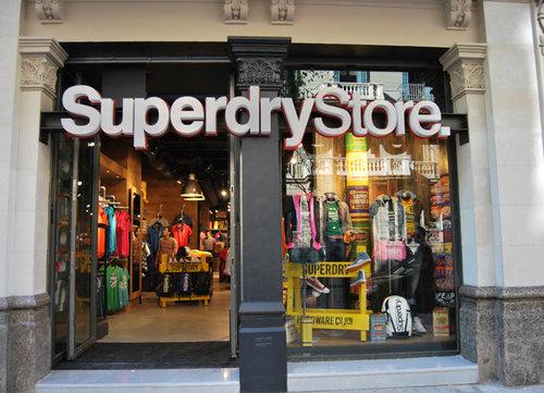 Superdry se estrena en l illa diagonal fashion visual for Distribuidor roca barcelona