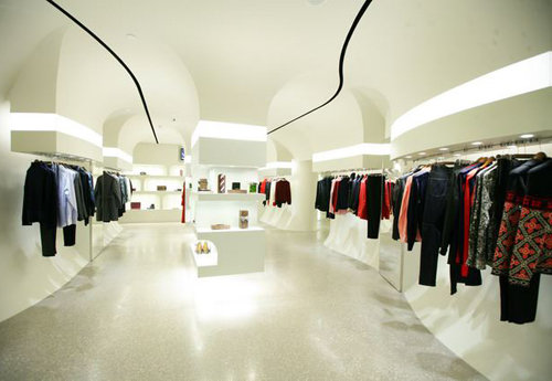Alexander McQueen: prima boutique in Cina - Notizie ...