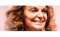 Criadora do vestido-envelope volta a São Paulo para palestra