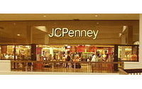 Penney sees tepid holiday, to lay out turnaround