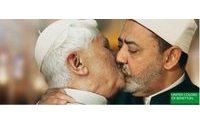 Le Vatican furieux d'une campagne Benetton avec le pape embrassant un imam