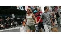 美国消费者今年节日将选择采购服饰类等实用商品