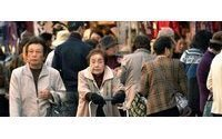 Japanese consumers lift spending
