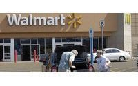 Wal-Mart's rebound puts holiday pressure on rivals