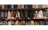 Decomisan 2.000 falsos objetos de lujo en una joyería de Granada
