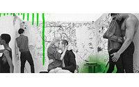 Jeans effetto 'metallo liquido' per Calvin Klein