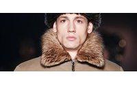 Mode masculine: Le retour en force du manteau sur les podiums parisiens