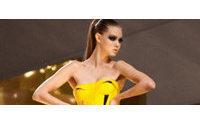 Versace retorna a París tras ocho años y abre la Alta Costura del verano 2012