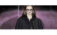 Mode à Milan: néo-romantiques en velours, fatales en gants et bottes de cuir