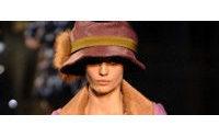 La mujer viajera de Vuitton y la estela sensual de Elie Saab