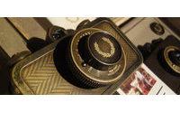 フレッドペリー設立60周年、ロモグラフィーとコラボカメラ発売