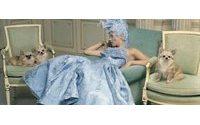 Kate Moss estrela ensaio inspirado em Maria Antonieta
