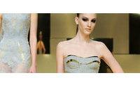 Versace volta a desfilar coleção alta-costura
