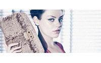 Mila Kunis posa glamurosa para la nueva campaña de Dior