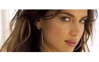 Ирина Шейк станет новым лицом бренда Avon