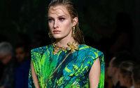 Capri (Versace, Jimmy Choo) показала результаты лучше прогноза благодаря росту онлайн-продаж