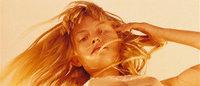 Une nouvelle campagne Calvin Klein pour des sous-vêtements fait scandale