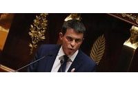 Paris attacks: French PM Manuel Valls attempts to reassure tourists
