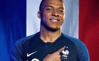 Le maillot à deux étoiles de l'équipe de France pas disponible avant la mi-août