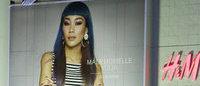 原宿にH&M広告塔マドモアゼル・ユリアの巨大広告出現