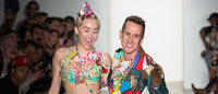 Miley Cyrus se comporta sorprendentemente bien en el desfile de Jeremy Scott