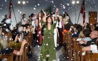 Alexa Chung lanza su propia marca en línea y en tiendas de lujo
