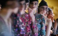 Settimana dell'Alta Moda di Parigi: Armani Privé neoclassico con un tocco di eleganza