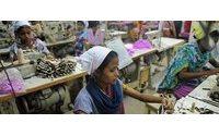 """Bangladesh considera """"chocantes"""" sanções dos EUA após acidente em fábricas têxteis"""