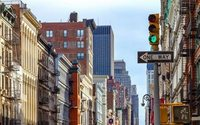 In high-priced Manhattan, more and more empty stores