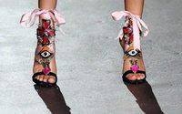 170mila paia in 6 mesi, donne pazze per le scarpe on line