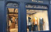 Bella Jones a ouvert sa première vitrine à Saint-Germain-des-Prés