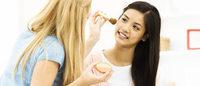 Teenagers trucco-dipendenti: boom di cosmetici per ragazze e ragazzi