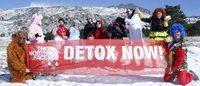 Greenpeace: ambientalisti nudi o mascherati per dire no alla chimica inquinante