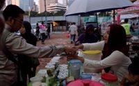Late night Ramadan shopping shows Indonesia's economic spirits brightening