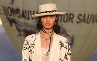 Dior combina pintura rupestre com estilo cowboy em desfile Cruise na Califórnia