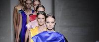 Милан: дизайнеры выбирают легкие и практичные наряды вне времени