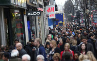 Britons prefer high street for Christmas shopping - survey