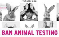 Entscheidungsträger, Influencer und Unternehmen fordern das Ende von Tierversuchen für Kosmetikprodukte