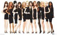 Barbie posiert für P&C im kleinen Schwarzen