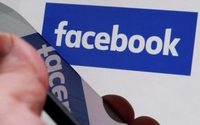 Facebook aims for broad views in 'trending topics' tweak