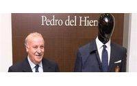 Pedro del Hierro y Vicente del Bosque presentan el traje de la selección