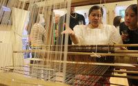 Textiles artesanales de fibra de piña y seda filipina se exhiben en Buenos Aires