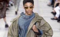 Settimana della Moda uomo di Parigi: Louis Vuitton propone ciclisti e surfisti chic al Palais Royal
