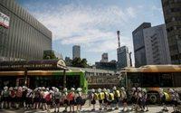 Giappone: scuola di Tokyo criticata per aver scelto una costosa divisa Armani