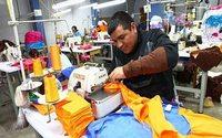 Ecuador reduce las tarifas de servicios públicos a empresas
