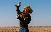Acne Studios mise sur Cindy Crawford pour l'automne