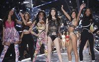 Victoria's Secret: il CEO Singer sarebbe pronto alle dimissioni, critiche a un commento sull'ultimo défilé
